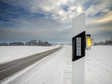 die Straßenleitpfosten mit kleinen infrarotbasierten Geräten ausgestattet, die miteinander vernetzt sind und das Gebiet um die Straße nach Wärmequellen absuchen. Foto: Privat