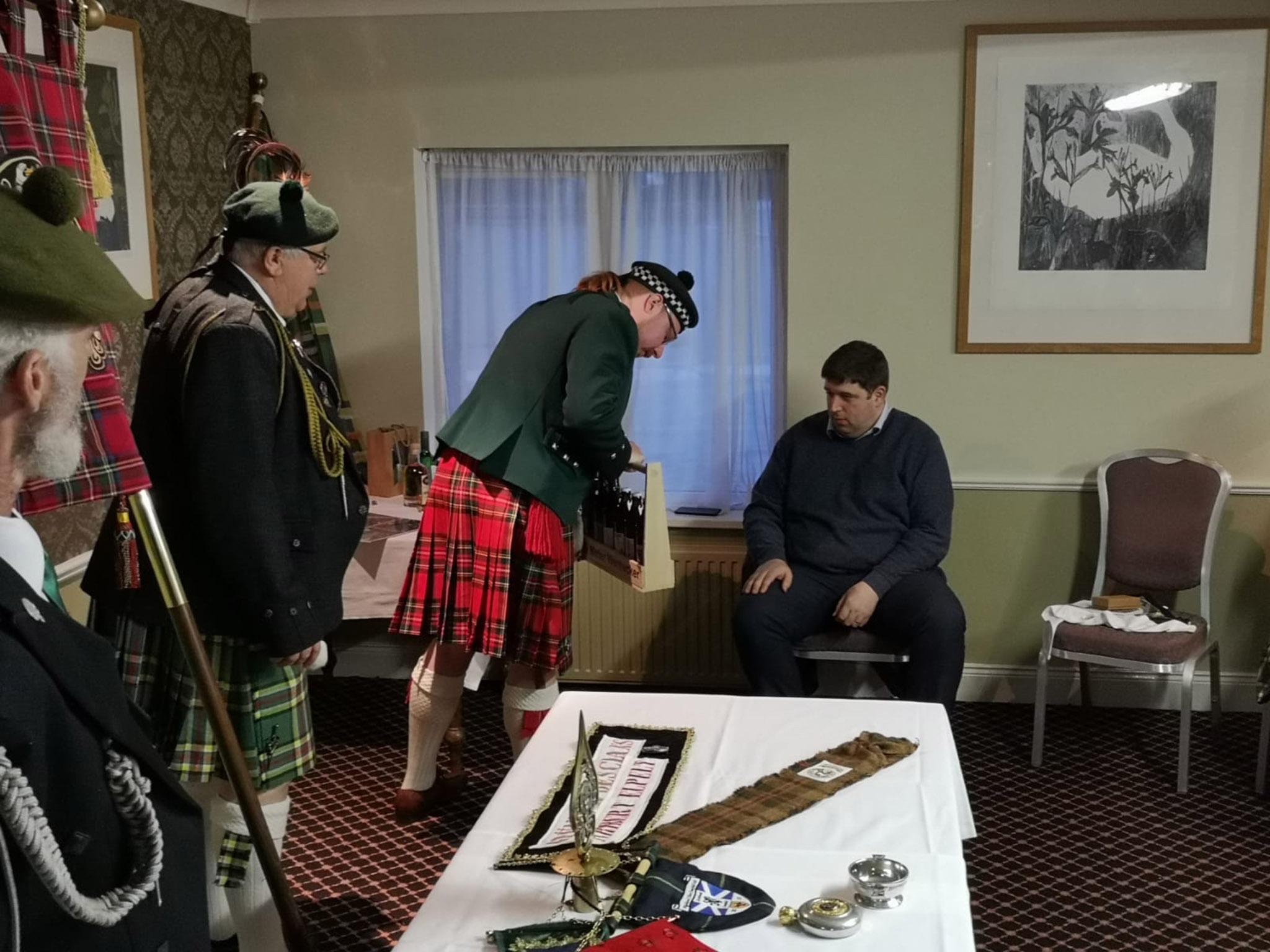 Der Clan McEL aus Waigholshausen zu Besuch beim Bürgermeister von Killarney. Foto: Clan McEL