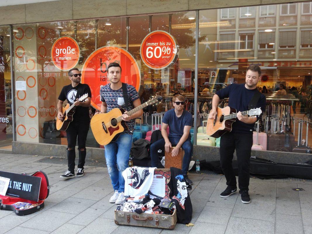 Straßenmusiker beim Pflasterklang in Schweinfurt. Foto: Dirk Flieger