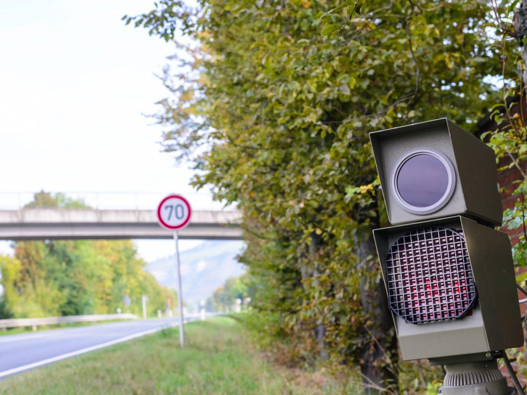 Radar, Geschwindigkeit,  blitzer, Blitzanlage auf der B27 – Foto: Pascal Höfig