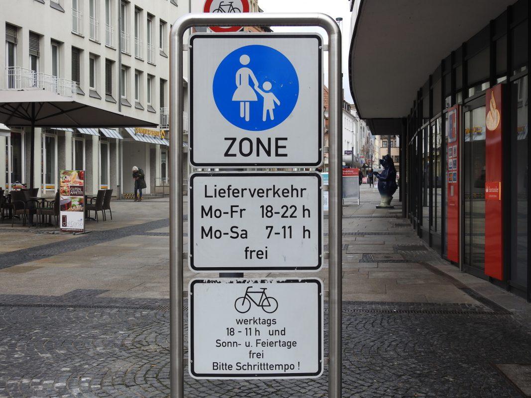 Fußgängerzone Spitalstraße, eingeschränkt frei für Radfahrer. Foto: Dirk Flieger