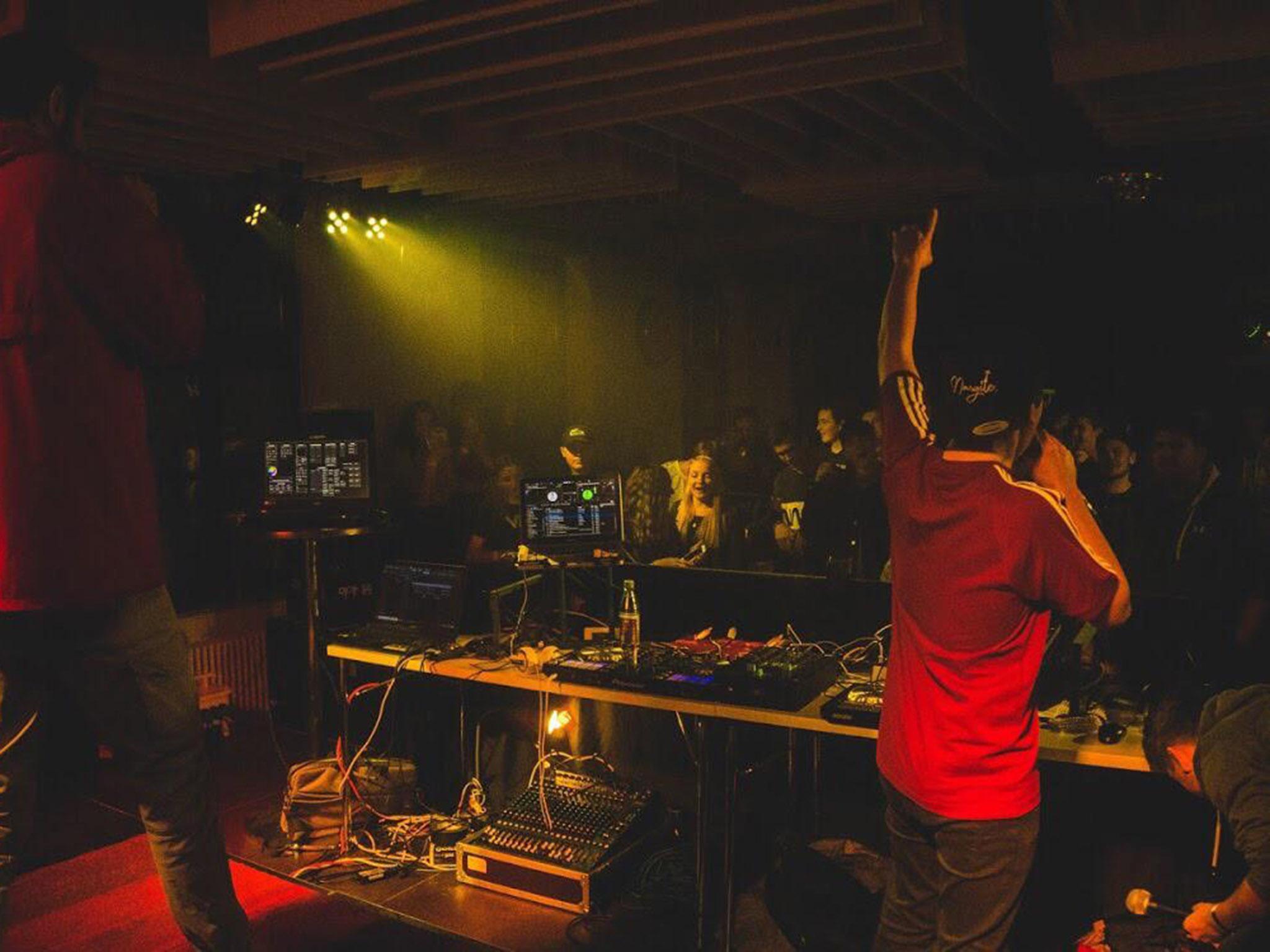 Julius trommelt jedes mal aufs Neue Rapper und DJs zusammen, um gemeinsam im Jugendhaus zu feiern. Foto: A.S. Fotografie.