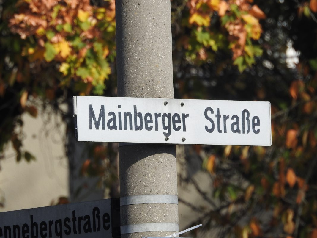 Straßenschild Mainberger Straße. Foto: Dirk Flieger