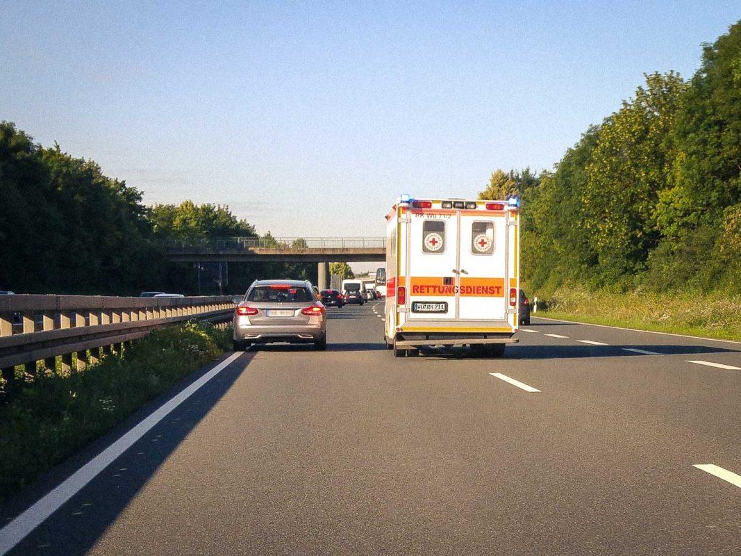 Rettungswagen im Einsatz - Foto: Dominik Ziegler