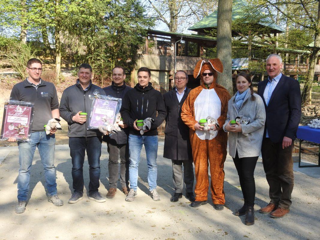 Baureferent Brettin, Wildparkleitung und Vereinsmitglieder freuen sich über die Neuerungen im Park. Foto: Dirk Flieger