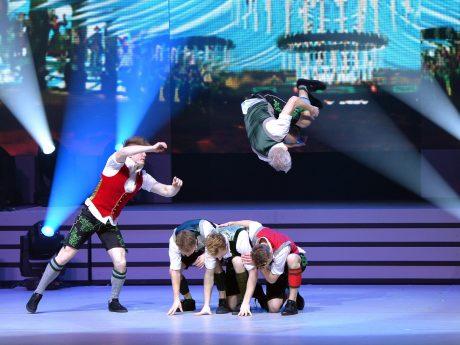 DDC beim Breakdance in Lederhosen. Foto: BMC-Picture für JürgensTV / Landesturnfest