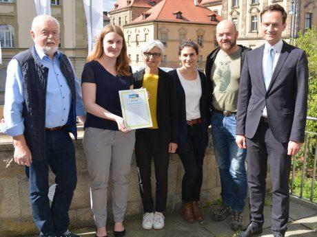 Von links: Hans Fischer, Johanna Böhm, Dr. Roswitha Ziegler, Katharina Lang, Udo Rumpel und Landrat Florian Töpper. Foto: Landratsamt Schweinfurt/ Uta Baumann