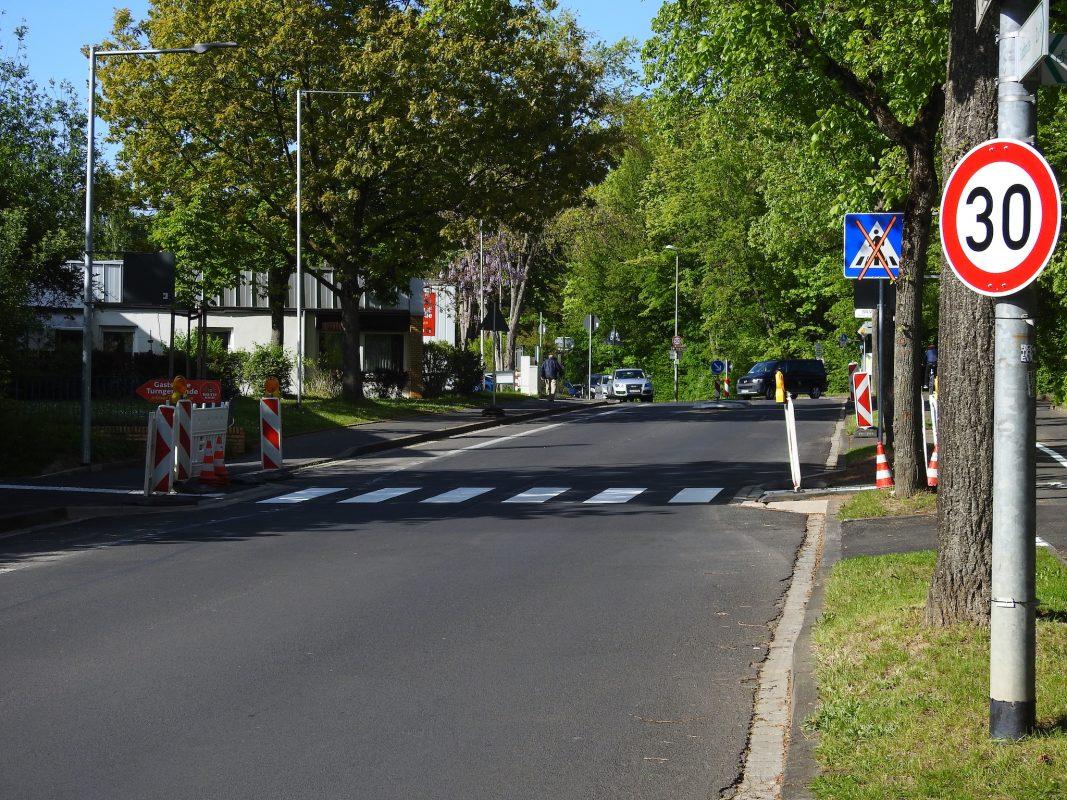 Neuer Zebrastreifen am Fußweg An der Turngemeinde. Foto: Dirk Flieger