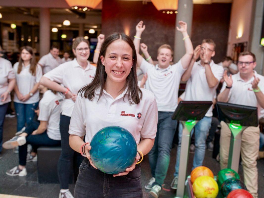 Teamevent der Johanniter in Unterfranken beim Blaulicht-Bowling-Cup in der Extreme Bowling Area. Foto: Fotografie Georg Beyer