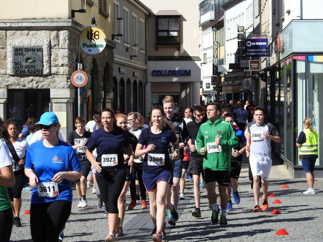 Läufer beim MainCityLauf in Schweinfurt. Foto: Dirk Flieger