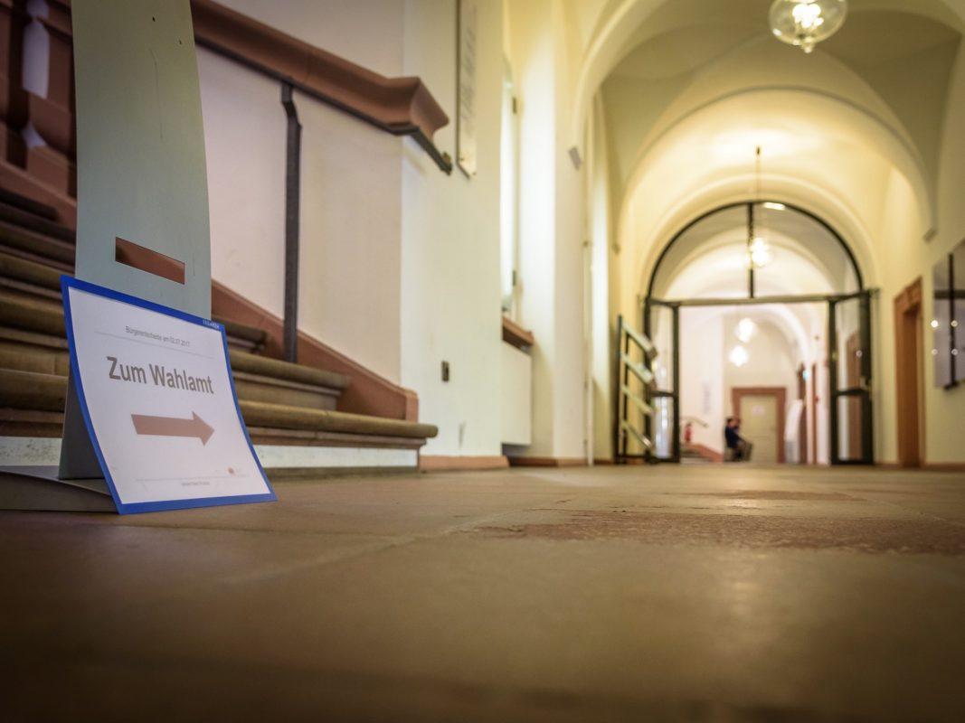 Zum Wählen ins Wahlamt. Symbolfoto: Pascal Höfig