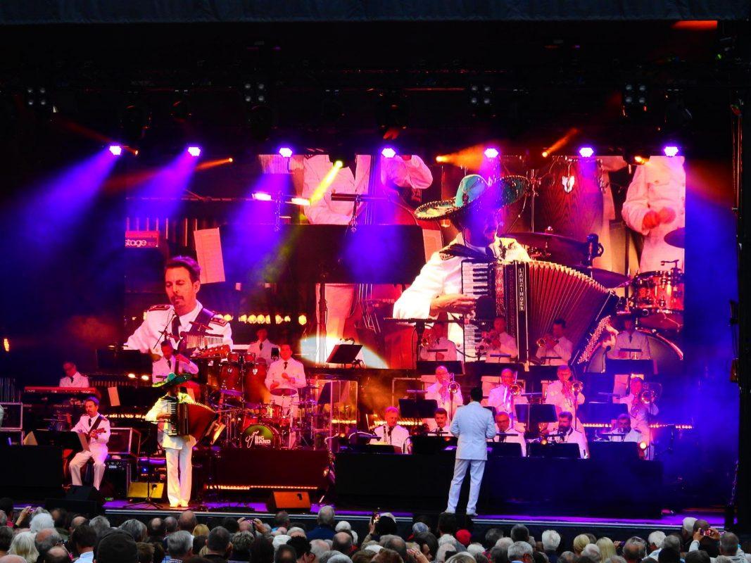 Konzert der Bundeswehr-Big Band auf dem Schweinfurter Marktplatz. Foto: Dirk Flieger