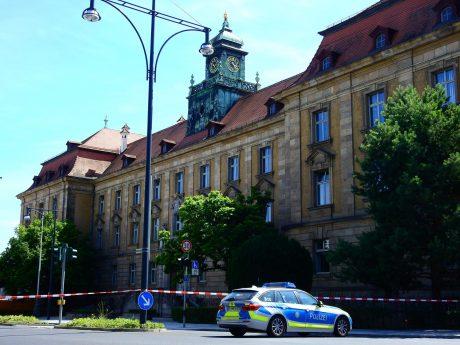 Abgesperrtes Gerichtsgebäude in Schweinfurt. Foto: Dirk Flieger