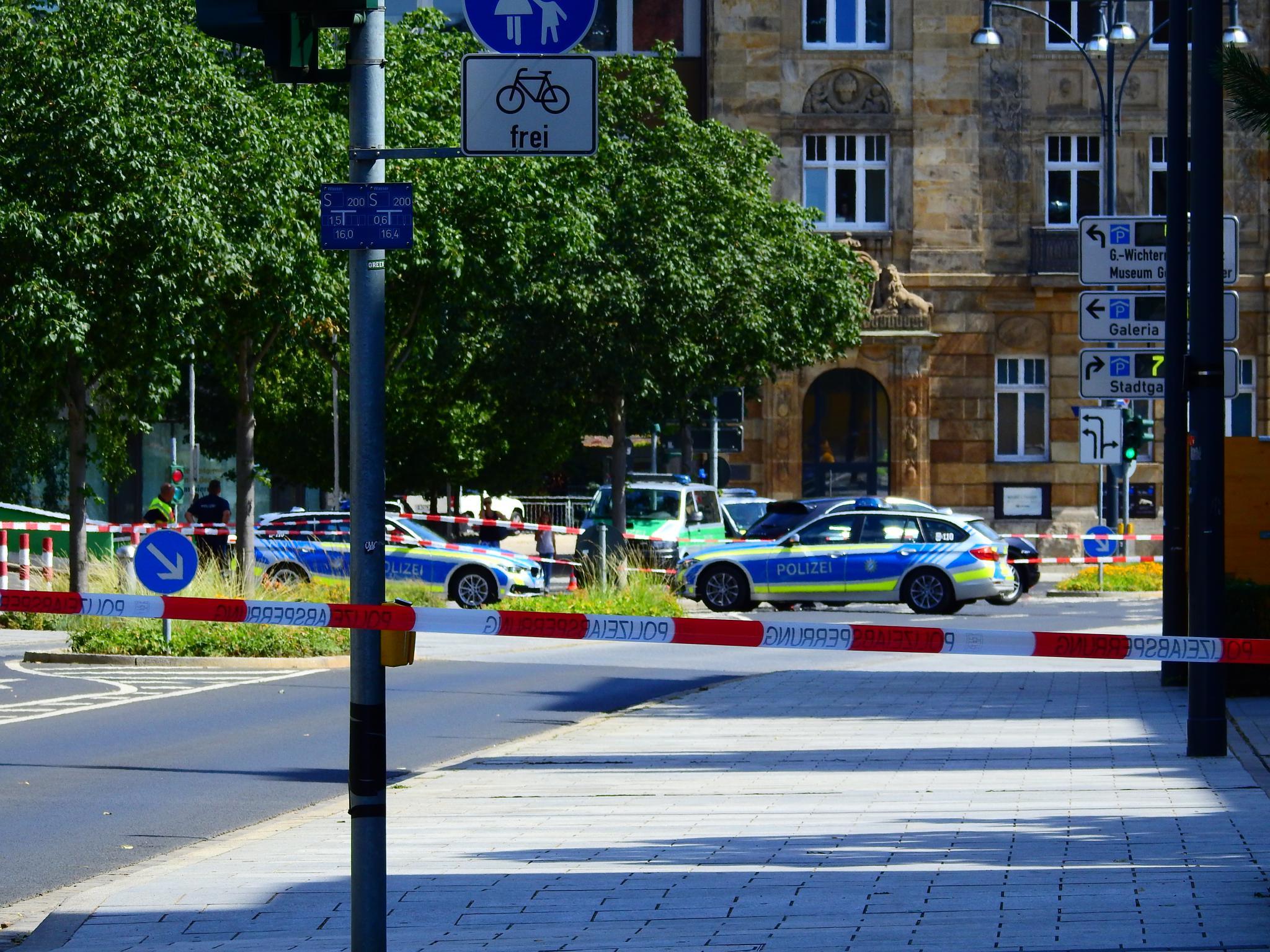 Die Polizei sperrte das Areal um das Gerichtsgebäude großräumig ab. Foto: Dirk Flieger