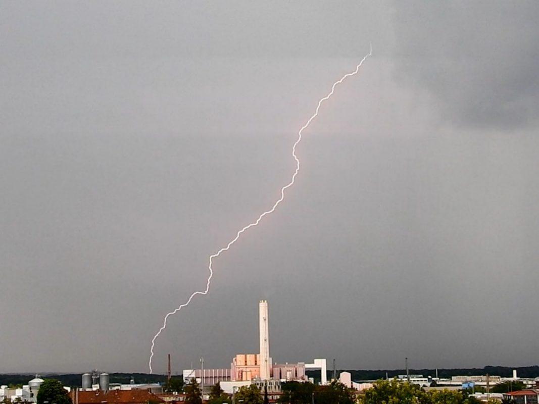 Blitz über Schweinfurt. Foto: Dirk Flieger