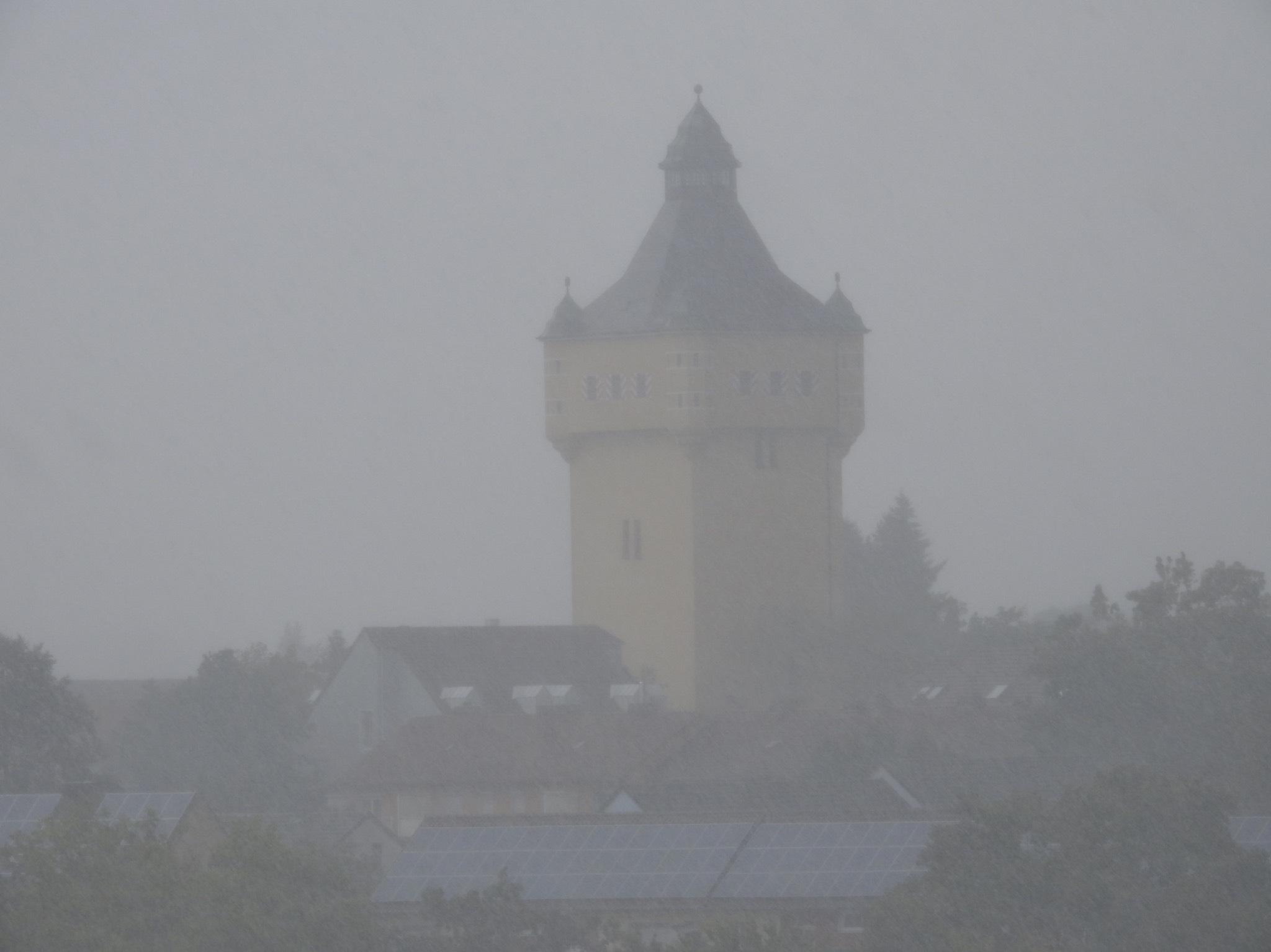 Der Wasserturm im Nebel. Foto: Dirk Flieger