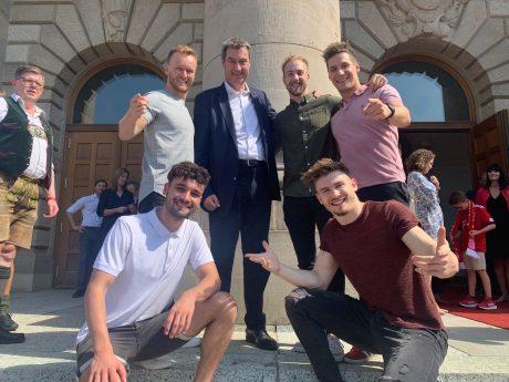 Die Jungs von DDC waren zu Gast bei Ministerpräsident Markus Söder. Foto: DDC Entertainment