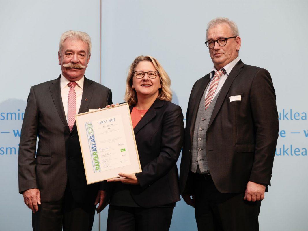 Von links: Stellvertretender Landrat Peter Seifert, Bundesumweltministerin Svenja Schulze und Ulrich Feuersinger (Sprecher der IPR). Foto: Foto Kirsch