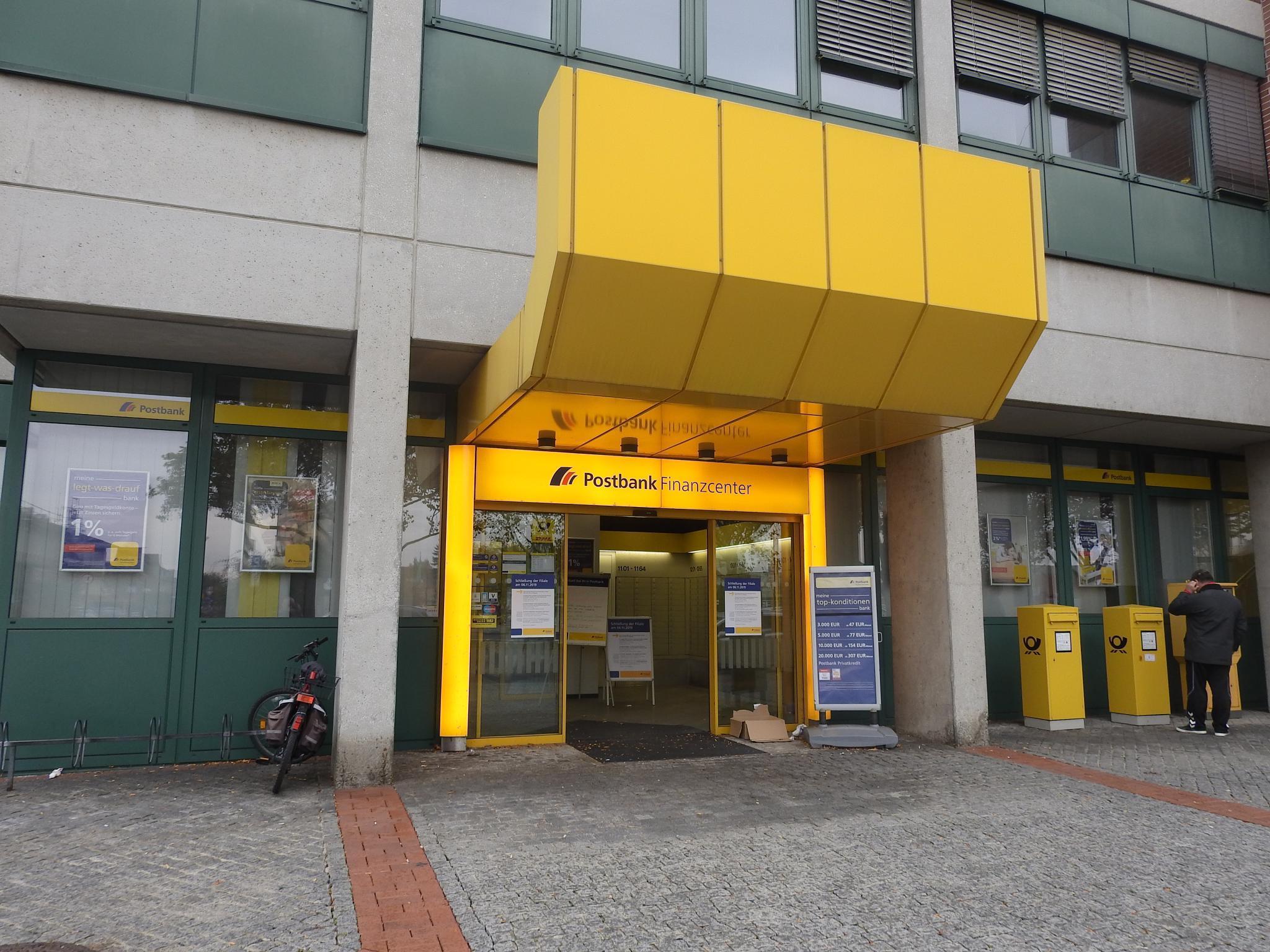 Postbankfiliale am Hauptbahnhof in Schweinfurt. Foto: Dirk Flieger