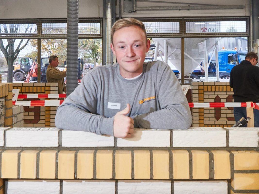 Dominik aus Schweinfurt ist der drittbeste Maurer Deutschlands. Foto: FLYERALARM Foto