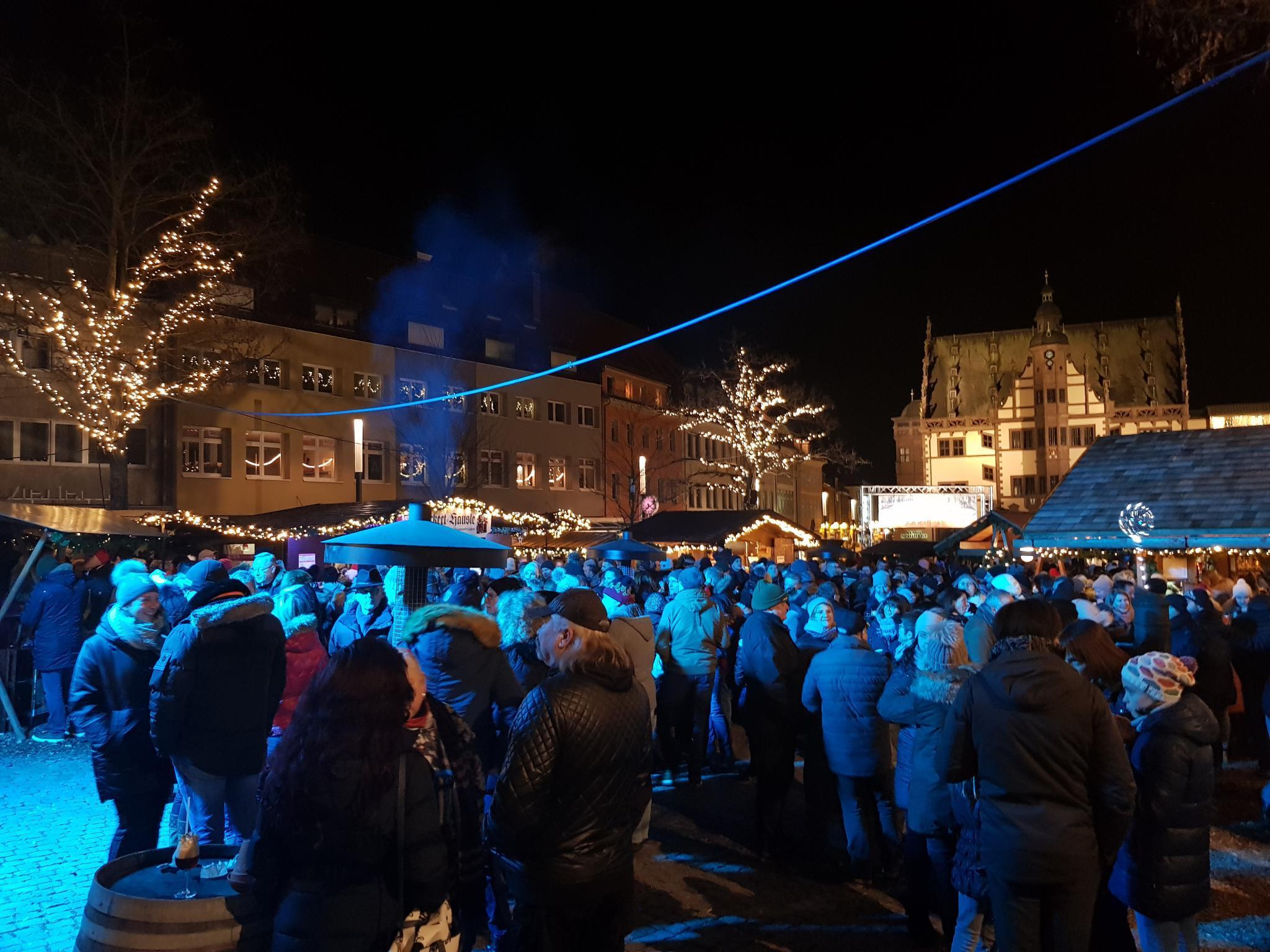 Das Winterdorf auf dem Schweinfurter Marktplatz. Foto. Dirk Flieger