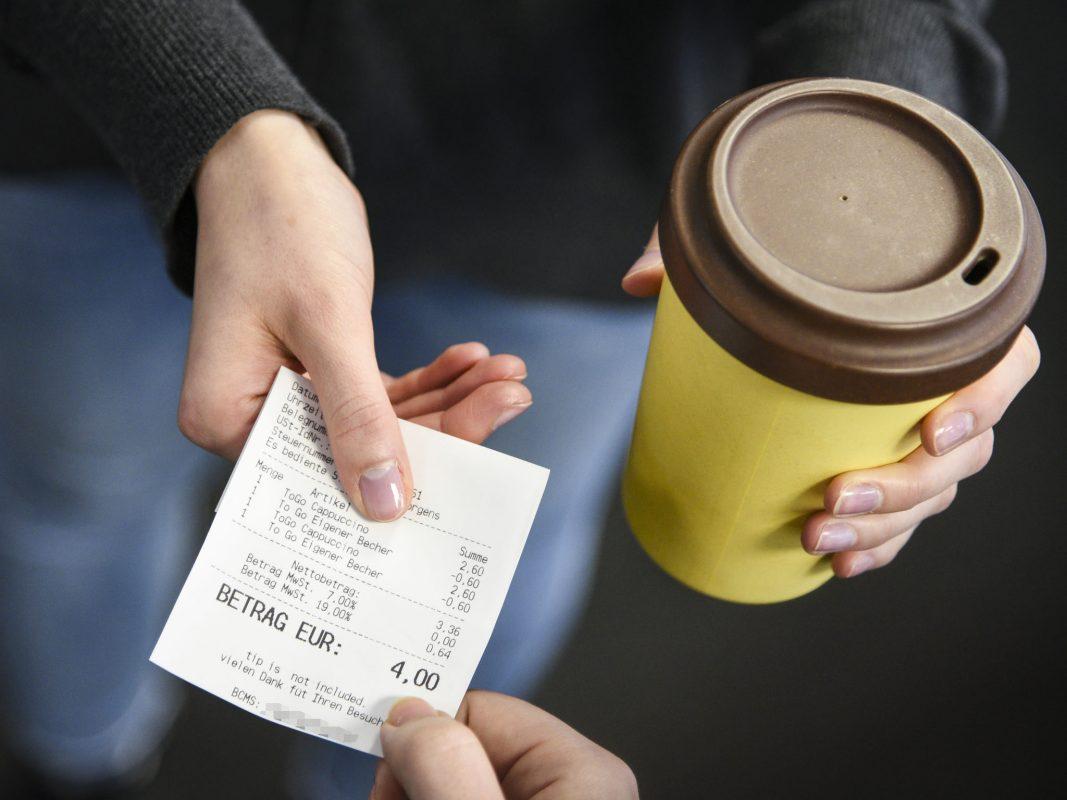 Für jeden Kaffee auch ein Kassenbon. Foto: Dominik Ziegler