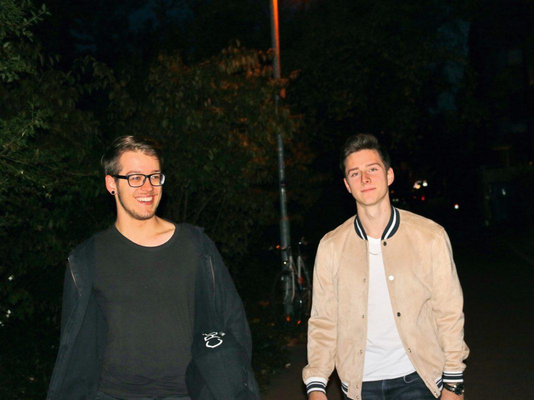 """Nico Gwozdz (li.) und Niklas Griebel alias """"Mainact"""" - gemeinsam starten die beiden Würzburger den """"Kick out Corona""""-Bandwettbewerb im Internet. Foto: Griebel"""