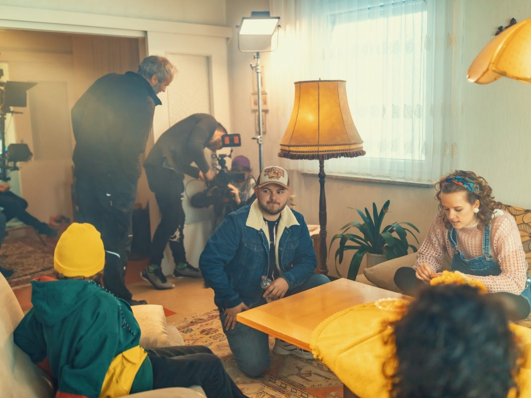 Kevin (mitte) bei der Produktion seines neuen Films. Foto: Hendrik Holnäck