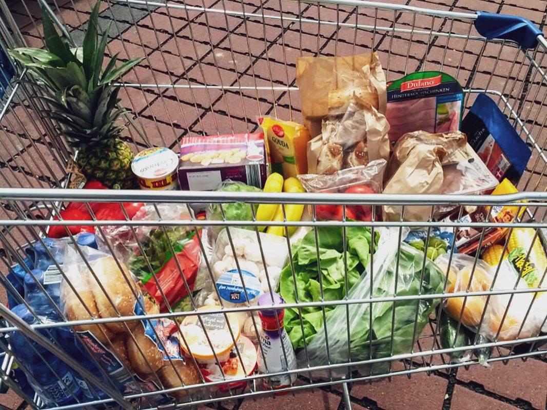 Der Verbraucherschutz asUwa stellt eine Liste mit lang haltbaren Lebensmitteln zur Verfügung, damit man nicht so oft zum Supermarkt gehen muss. Foto: Pascal Höfig