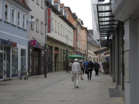 Die Spitalstraße - auch hier dürfen Läden wieder öffnen. Foto: Dirk Flieger