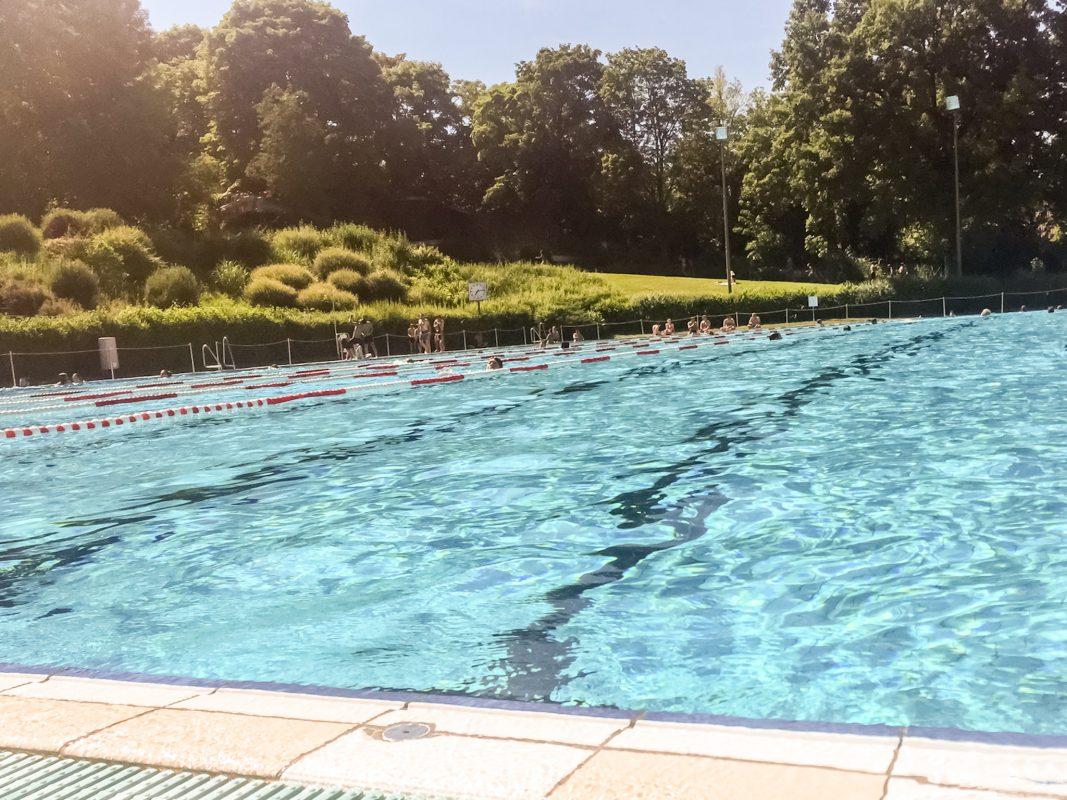 Schwimmbad im Sommer. Symbolfoto: Pascal Höfig