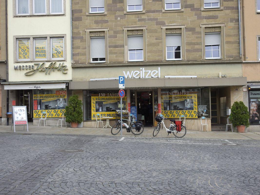 Weitzel und Hoffritz am Schweinfurter Marktplatz. Foto: Dirk Flieger