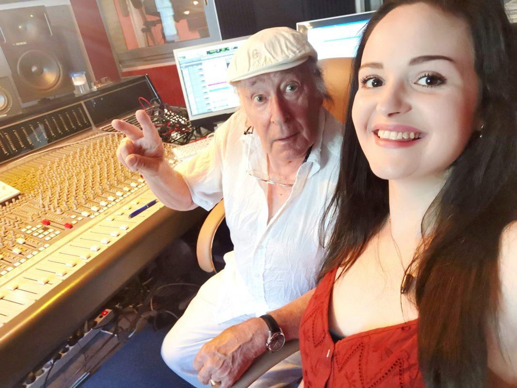 Sängerin Cosi mit Jürgen Gerner vom Tonstudio. Foto: Cosi