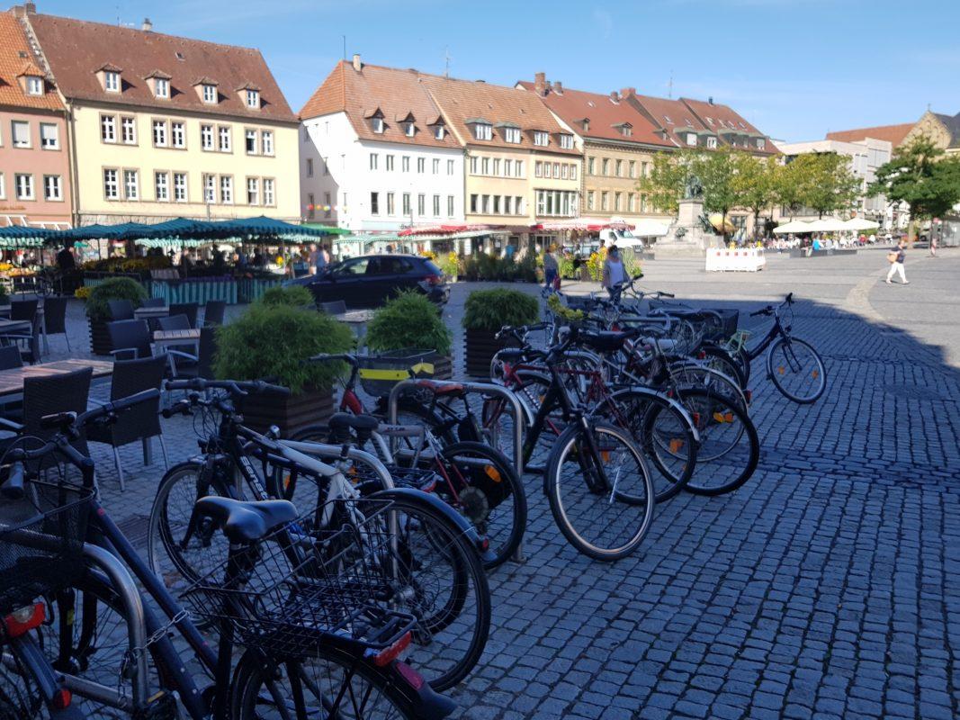 Fahrräder auf dem Marktplatz. Foto: Dirk Flieger