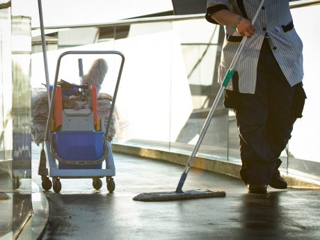Wichtiger denn je: Ohne die Reinigungskräfte als Hygiene-Experten sei die Bewältigung der Corona-Krise kaum denkbar, so die Gewerkschaft IG BAU. Foto: IG BAU