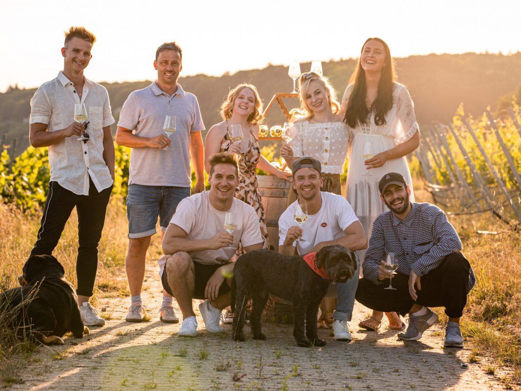 Kreativ in Corona-Zeiten: Das Team der DDC Factory gestalteten gemeinsam mit dem Weingut Dahms einen limierten Wein. Foto: DDC Entertainment Group