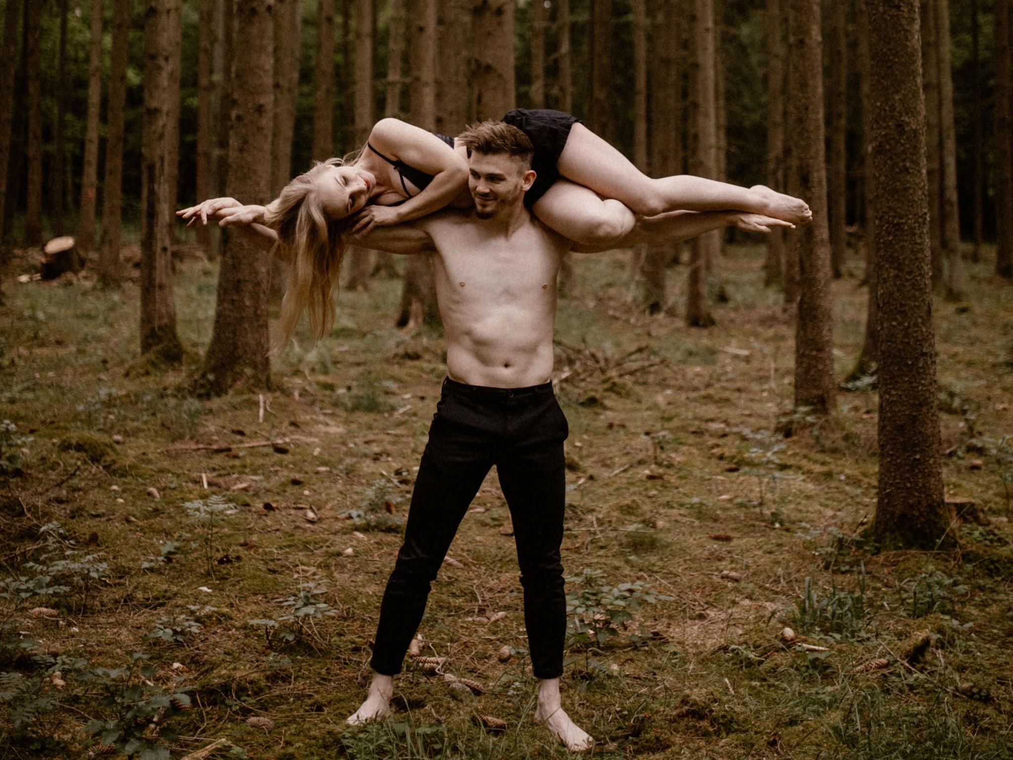 """Auch privat ein Dream-Team: Das Akrobatik """"Duo in Motion"""" Kira und Michi aus Schweinfurt. Foto: takeapic"""