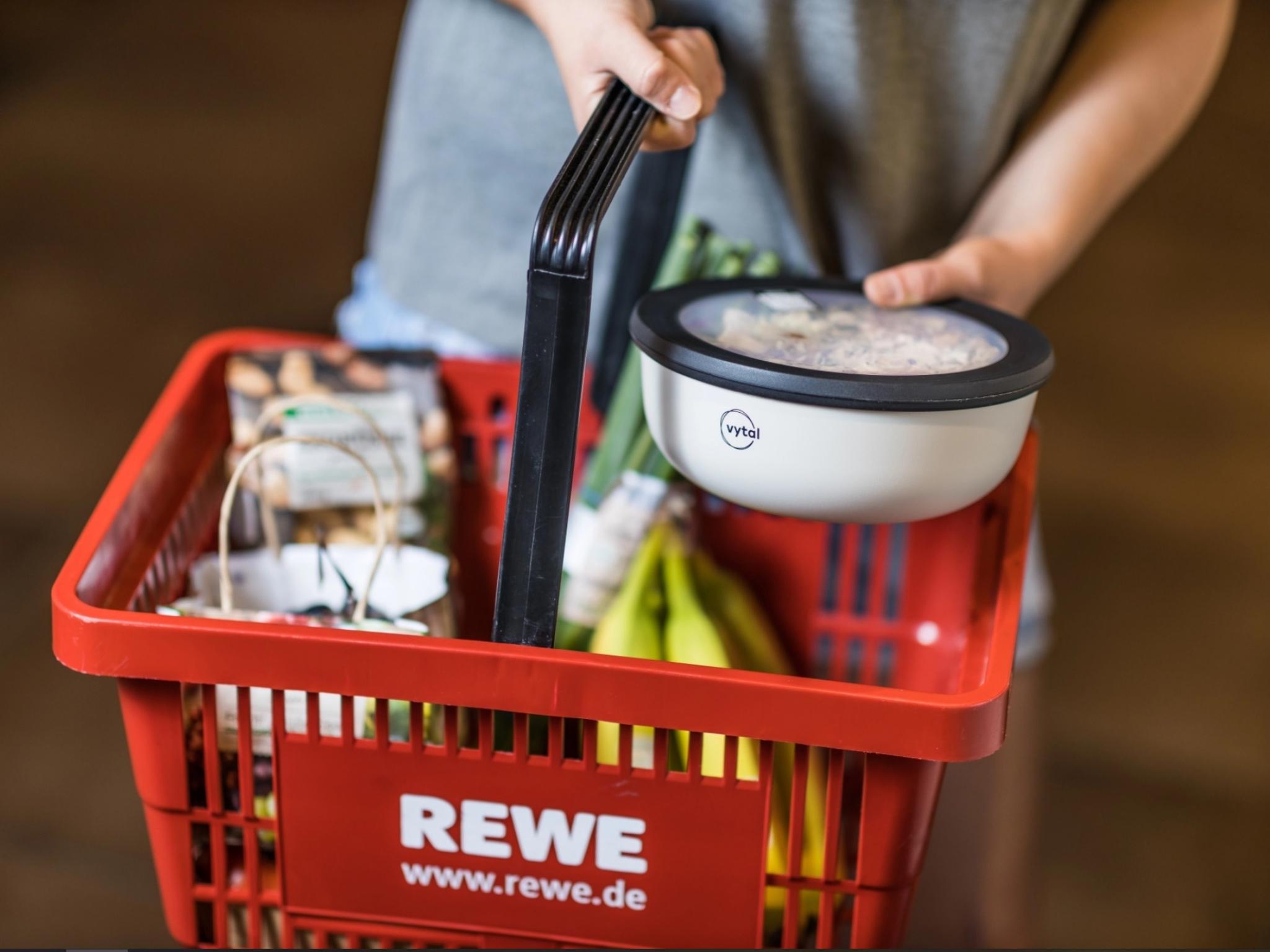 VYTAL-Schale-im-REWE-Einkaufskorb. Foto: Presse REWE
