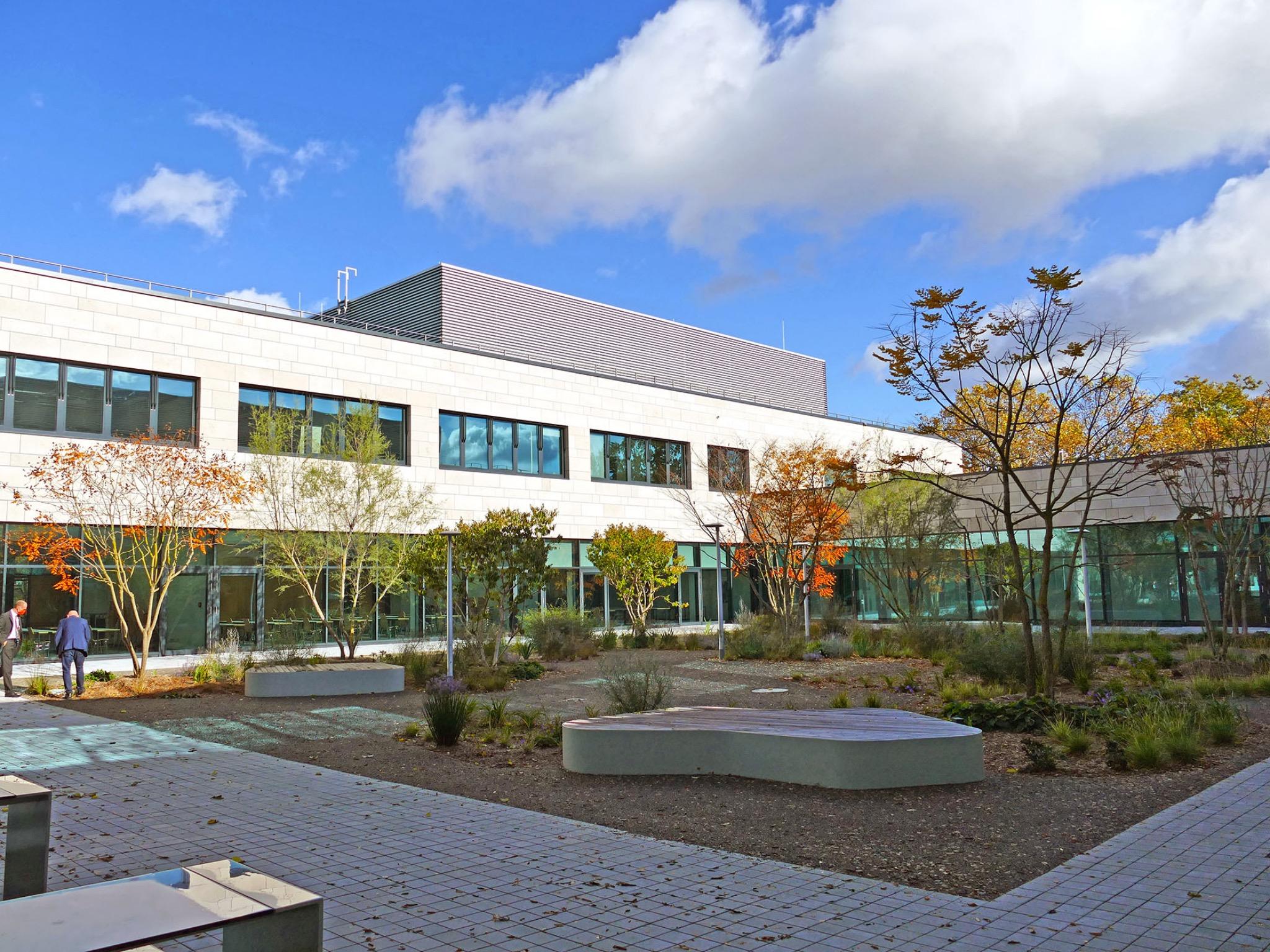 Das Atrium des Neubaus der FHWS am Standort Schweinfurt. Foto: FHWS