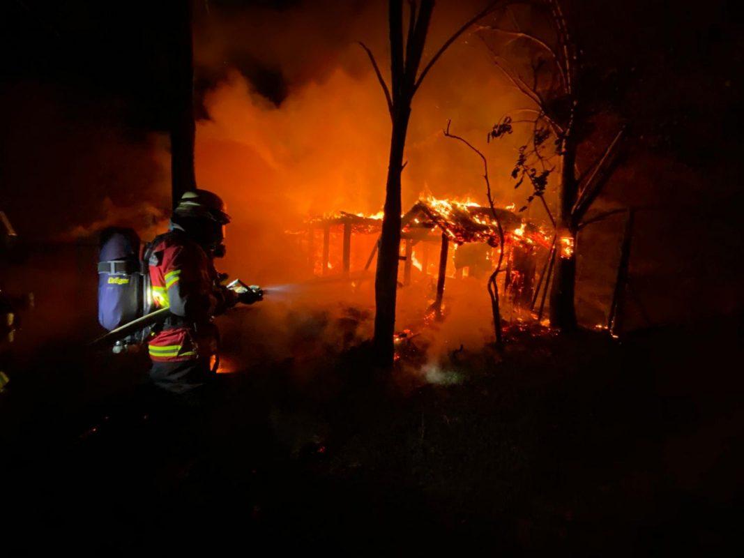 Bei einem Brand in Werneck waren über 100 Feuerwehrkräfte im Einsatz. Foto: Feuerwehr Werneck