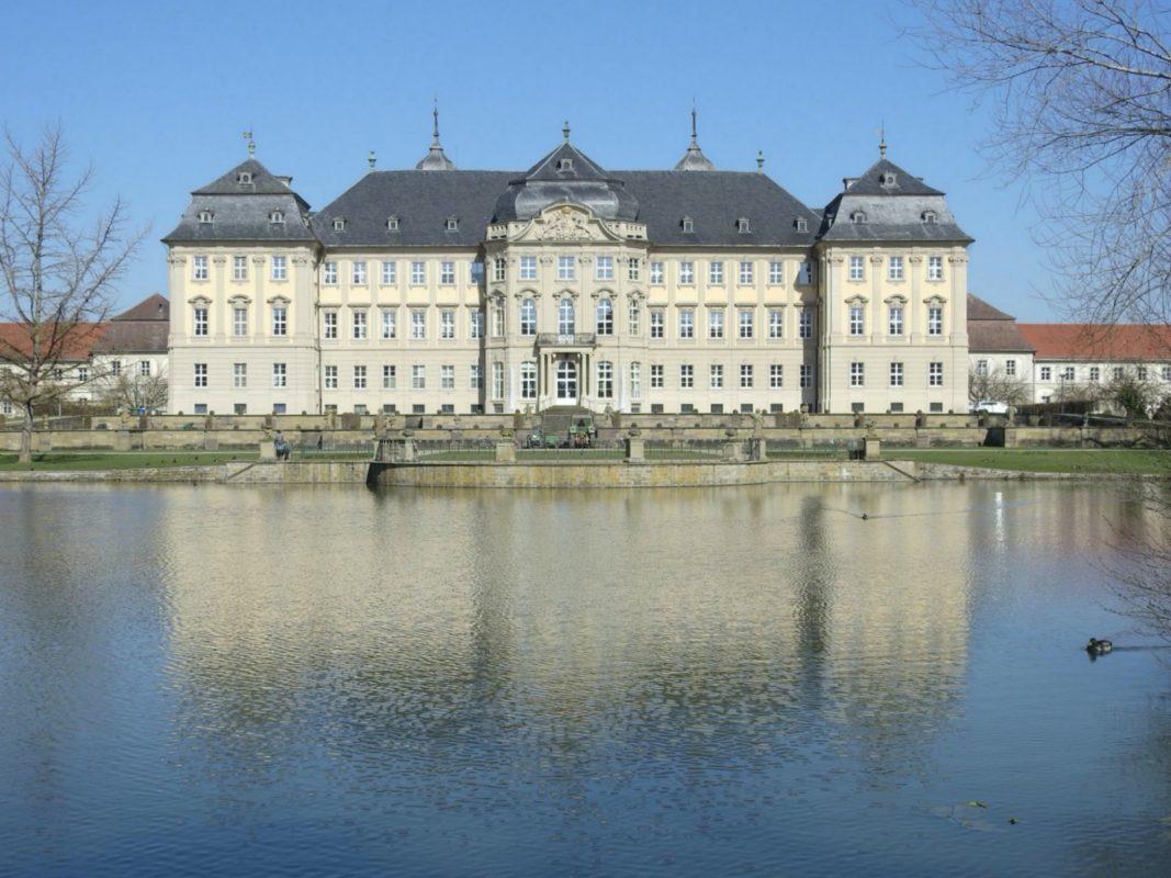 Schloss Werneck mit Park und Gartenteich. Foto: Dirk Flieger