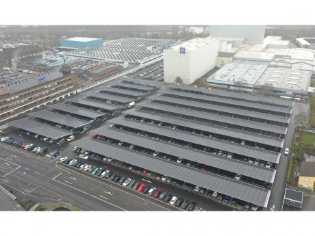 Die neue Carport-Photovoltaik-Anlage von ZF in Schweinfurt. Foto: ZF Friedrichshafen AG