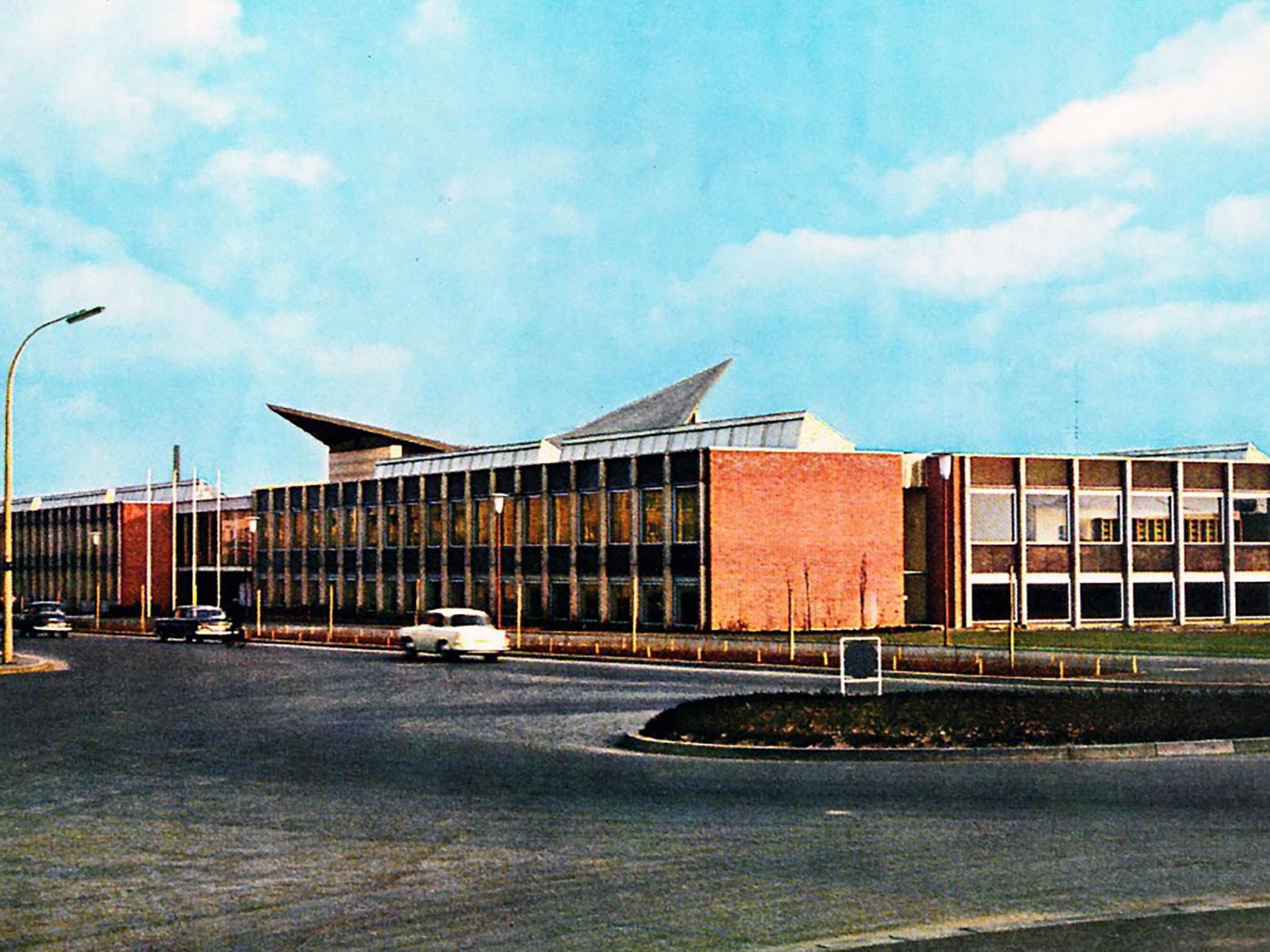 Foto des charakteristischen Gebäudes in der Ignaz- Schön-Straße 11 aus der Chronik des Balthasar- Neumann-Polytechnikums am Standort in Schweinfurt 1963. Foto: FHWS-Archiv