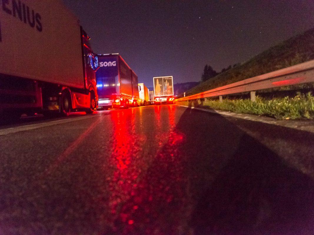 Autobahn bei Nacht. Symbolbild: Pascal Höfig