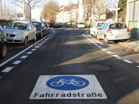 Die Gustav-Heusinger-Straße ist jetzt eine Fahrradstraße. Foto: Dirk Flieger
