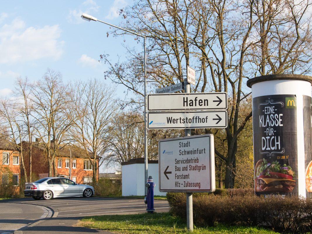 Schilder in Schweinfurt. Foto: Pascal Höfig