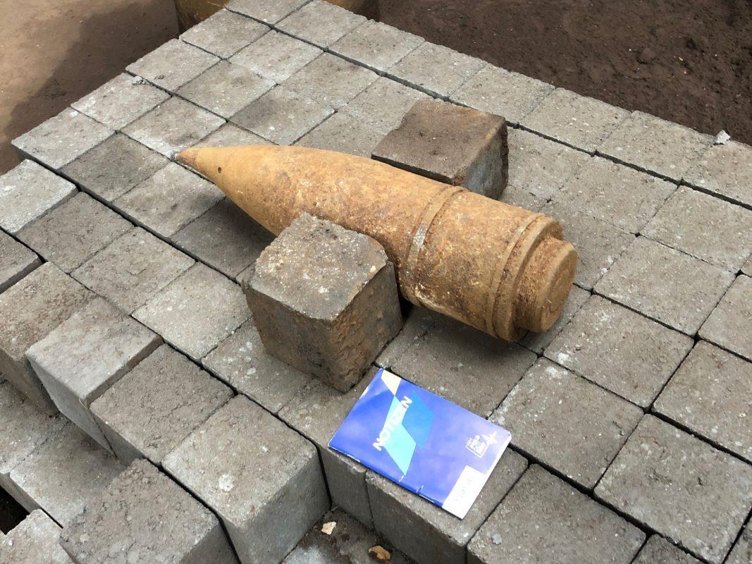 Die gefundene Panzergranate. Foto: Polizei