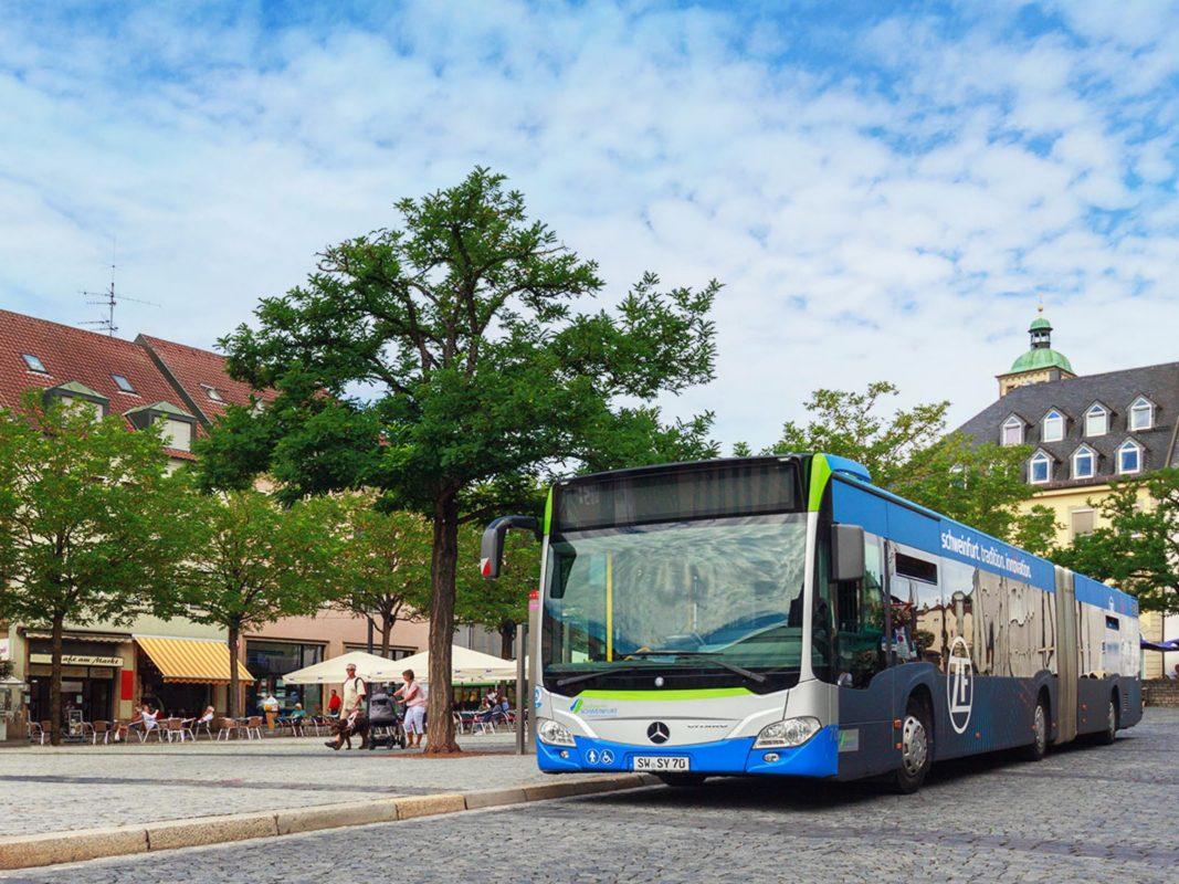 Stadtbus am Marktplatz in Schweinfurt. Foto: Stadtwerke Schweinfurt GmbH