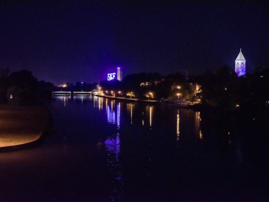 Das SKF Gebäude bei Nacht. Foto: Pascal Höfig